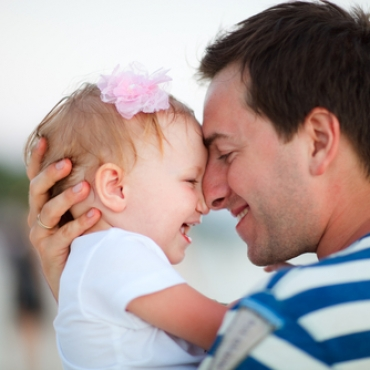Dad_hugging_child